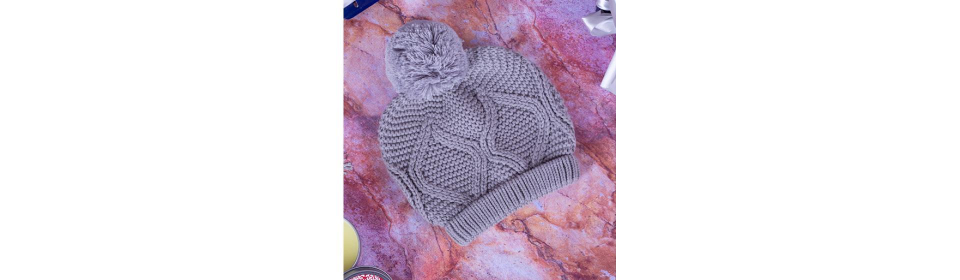 Вязанная шапка с помпоном